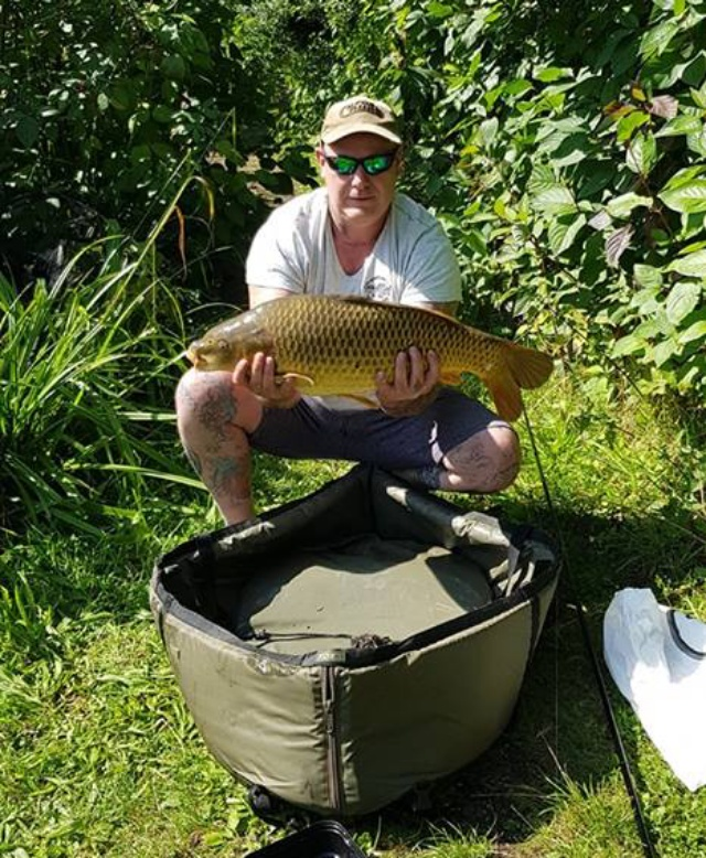 TERRY WITH A LARGE CARP 20lb. 31/08/18.