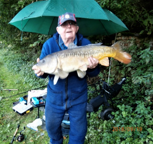 JOHN KING WITH MIRROR CARP 15lb 12oz.  19/09/18